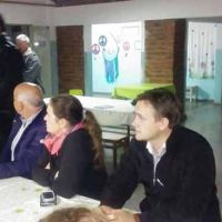 Funcionarios del Gobierno provincial se reunieron con vecinos de Ojeda