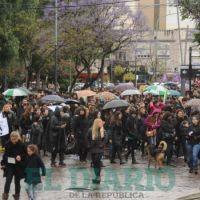 Multitudinarias marchas de #NiUnaMenos en distintos puntos de la provincia