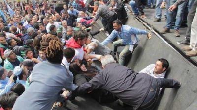 Córdoba: se cayó un escenario durante una protesta de estatales