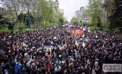 """""""Basta de femicidios"""", el pedido de miles de mujeres en Mar del Plata"""