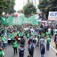 Estatales inician paro conjunto y se movilizan al Ministerio de Econom�a