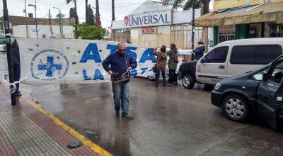 Conflictos en cl�nicas de Ensenada, la capital bonaerense y Chascom�s