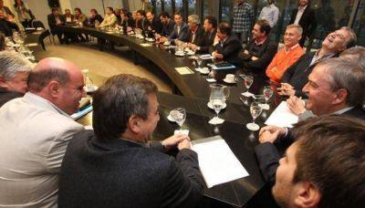 Los intendentes firmaron el acuerdo y no habrá juicio contra la Provincia