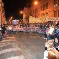 Alumnos de las escuelas nocturnas de Paran� marcharon para reclamar por sus derechos