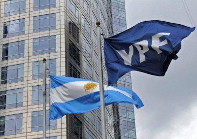 Piden investigar si se cometió un delito en la firma del contrato entre YPF y Chevron YPF
