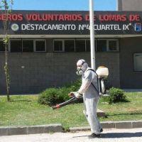 Fumigan en los barrios para prevenir el virus del dengue