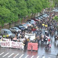 Multitudinaria marcha en Saladillo por #NiUnaMenosVivasNosQueremos
