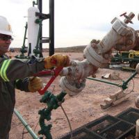 Petroleros arreglan un bono de $5 mil y ajustes internos