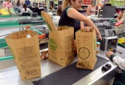 Por el medio ambiente, buscan que los super salteños entreguen bolsas de papel gratis