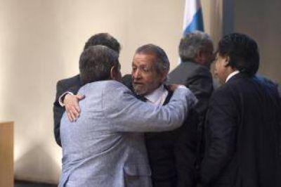 Aybar retuvo la presidencia, pese a la votación dividida