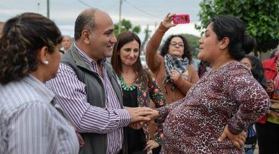Vecinos del Barrio Vicente López y Planes reconocen un Estado presente