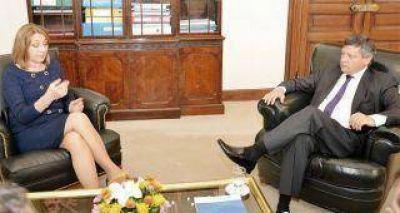 Peppo retoma la actividad oficial en la provincia con un convenio con Gils Carbó