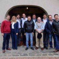 Cumbre de intendentes peronistas en Lobos para
