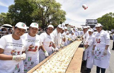 La pizza m�s larga del pa�s se elabor� en Salta con fines solidarios