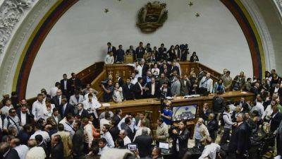 El Parlamento acusó a Maduro de quebrar el orden constitucional