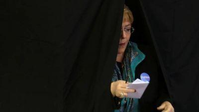 La alianza de Bachelet perdía alcaldías clave en los comicios chilenos