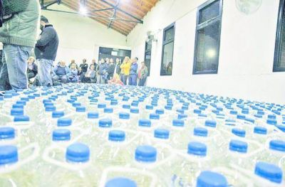 Los vecinos de Gonnet siguen movilizados por el agua salada