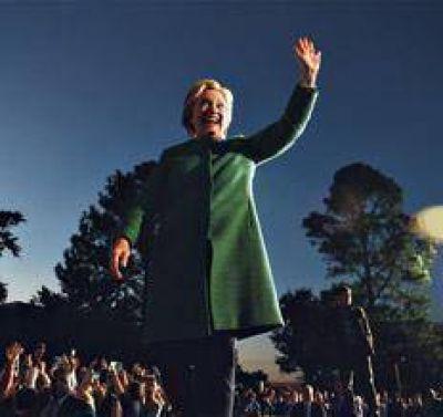 A un mes del voto, Hillary saca ventaja