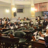 Reforma: reuniones de �ltima hora para trazar estrategias en el recinto