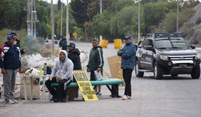 Camioneros levantaron el bloqueo a las caleras y abandonaron la provincia