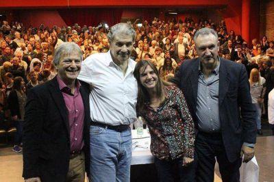 """Presentaron """"Abrazo Ciudadano"""": Vito Amalfitano y VHM 600, toda la UCR 1600"""
