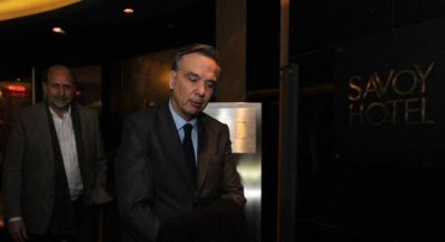 Pichetto amenaza con voltear la ley para echar a Gils Carb�, harto de las internas de Cambiemos