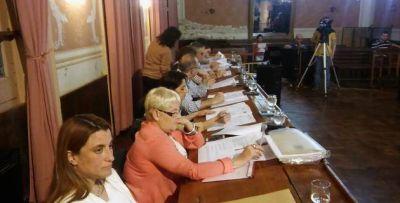 Salazar vetó una ordenanza que votaron sus propios concejales