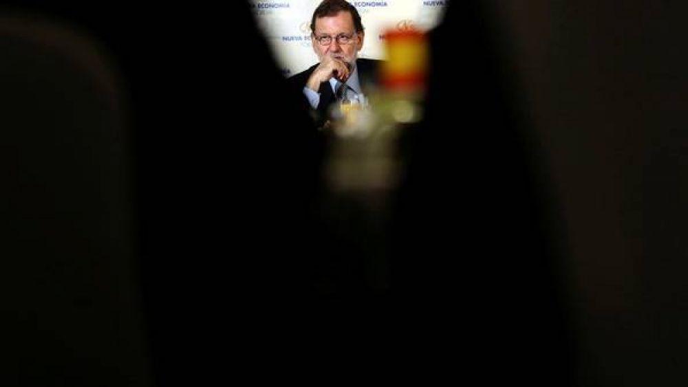 """Rajoy, satisfecho con el voto del PSOE, augura un """"gran futuro por delante"""""""