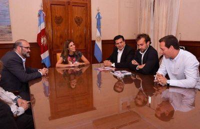 La Gobernadora recibió a integrantes del Comité Organizador del Dakar 2017