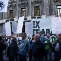 Incumplen ley de resarcimiento a ex trabajadores de YPF