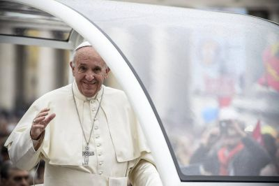El Papa y la parábola de la samaritana y el refugiado sin zapatos
