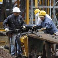 La mitad de los ocupados gana menos de $ 8.000