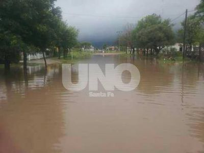 Caminos cortados y evacuados tras intensas lluvias en el norte