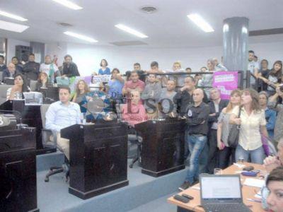 Gritos y acusaciones en una sesión caliente en el Concejo