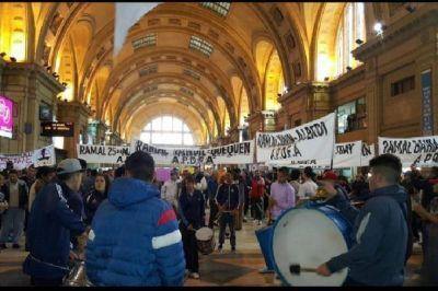 Caos en Constitución por marcha de trabajadores contra el desguace de Ferrobaires