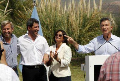 Macri y funcionarios de Chile llegan por el Túnel