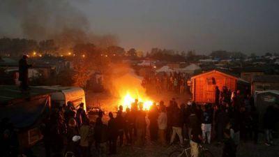 Más de 4.000 personas ya abandonaron el mayor campo de refugiados de FranciaMás de 4.000 personas ya abandonaron el mayor campo de refugiados de Francia