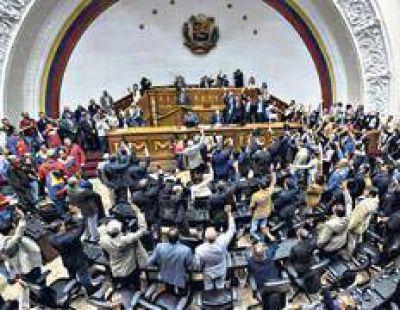 Maduro acusa a la oposición de golpista