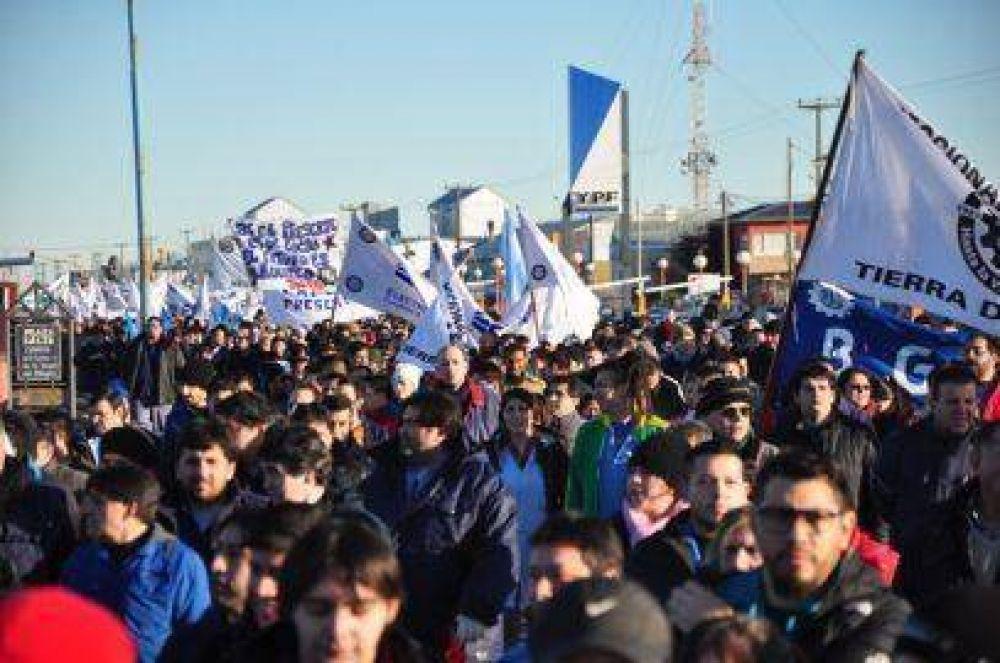 Metalúrgicos, junto a gremios y políticos, marchan hoy en Río Grande