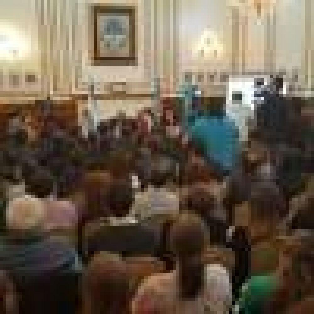 """Alicia Kirchner: """"La seguridad es el eje transversal en nuestro plan de gobierno"""""""