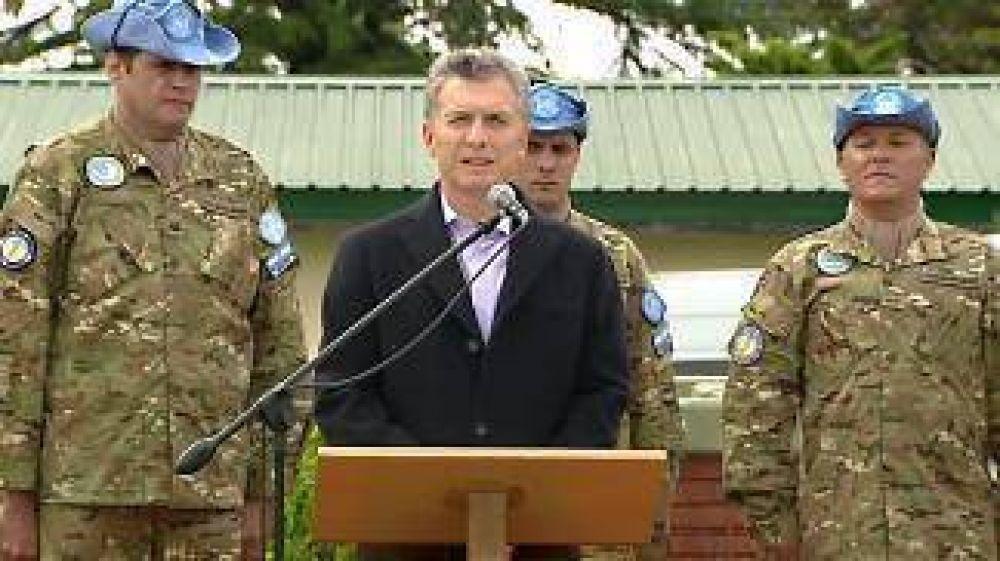 Macri destacó el profesionalismo de los militares argentinos al despedir al contingente de Cascos Azules que viajó a Haití