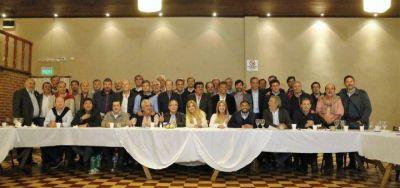 Con presencia de intendentes peronistas de la S�ptima, se juntaron medio centenar de jefes comunales opositores