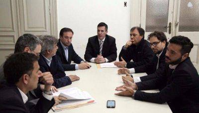 ABSA promete invertir lo necesario para llevar agua potable a Gonnet y Villa Castells