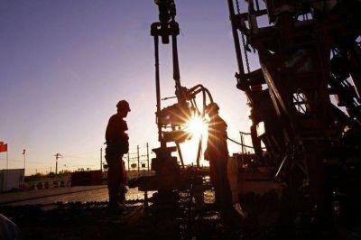 Los gremios petroleros empiezan a discutir su bono la semana que viene