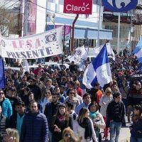 M�s de 6 mil personas marcharon en la jornada de paro de la UOM