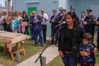 Colombi inauguró 50 viviendas y pavimentación de calles en Esquina