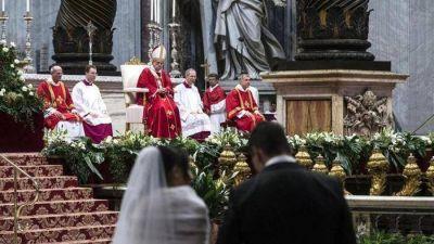 Francisco: no más ideas abstractas sobre el matrimonio, la Iglesia está cerca de todos