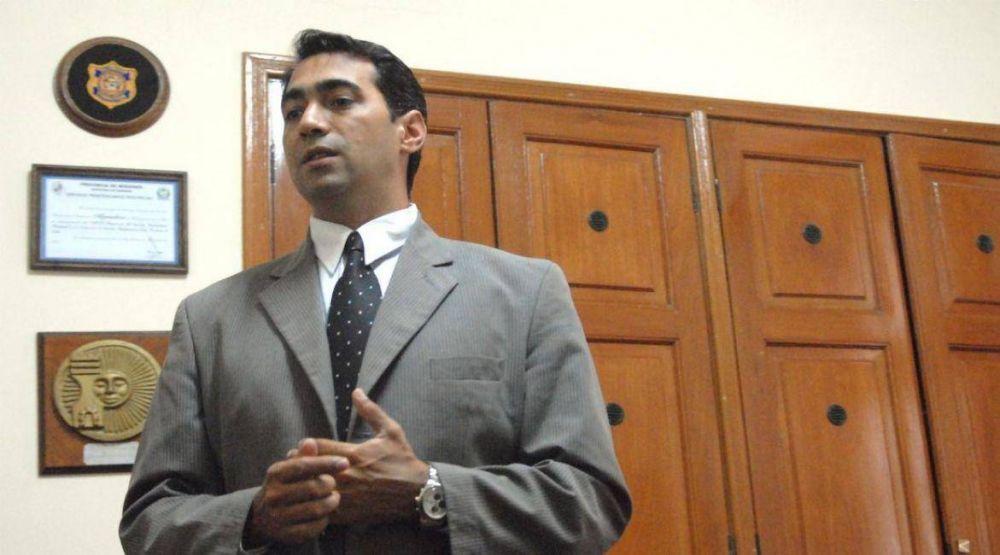 Doble sueldo: Martínez afronta una investigación y pedidos de destitución