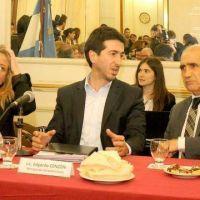 La oposici�n elogi� a Cenz�n y le pidi� que revea su renuncia al ministerio