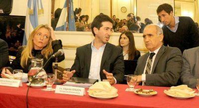 La oposición elogió a Cenzón y le pidió que revea su renuncia al ministerio